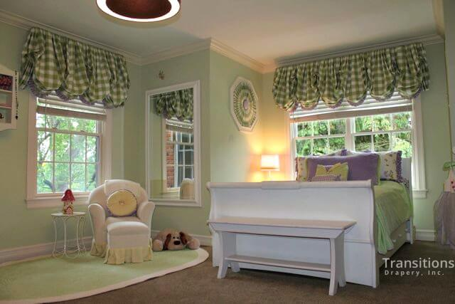 Custom product care Ballon valances with sunbursts and pillows