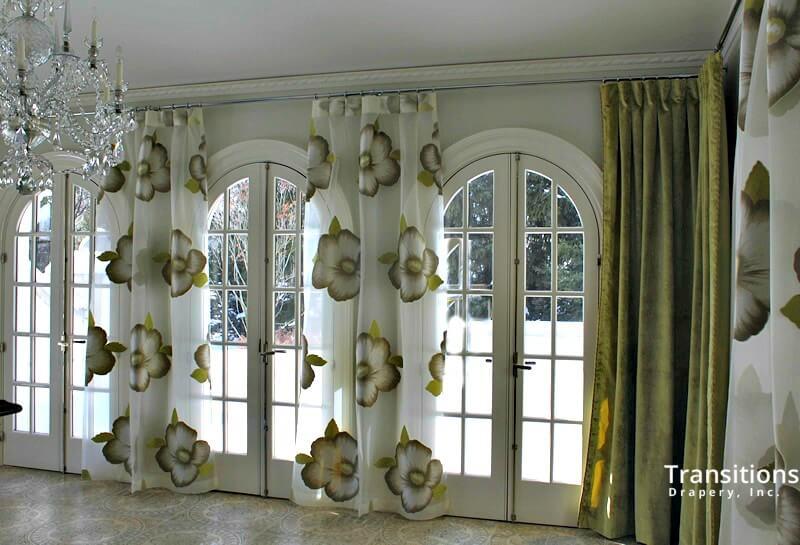 Sunroom alternating side panels