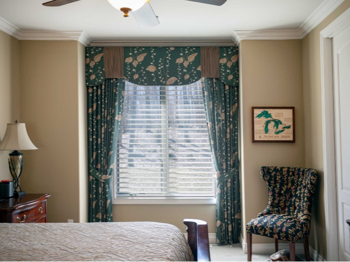 Custom drapes and valance for bedroom 360x270