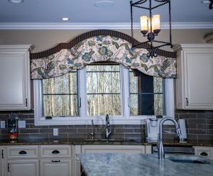 Kitchen sink window cornice valance